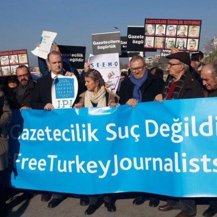 Basın Özgürlüğü Günü'nde medyanın hali içler acısı! Her habere dava açılıyor!