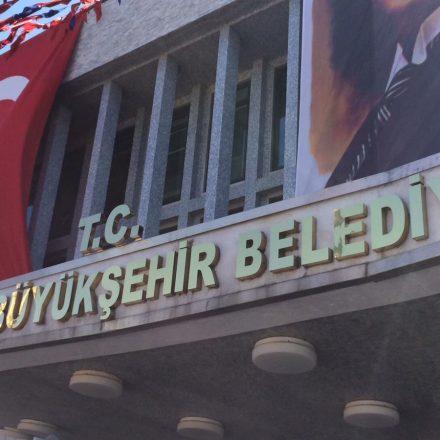 İBB binasına T.C ibaresi eklendi, Hollandalı gazeteci İmamoğlu'na sordu!