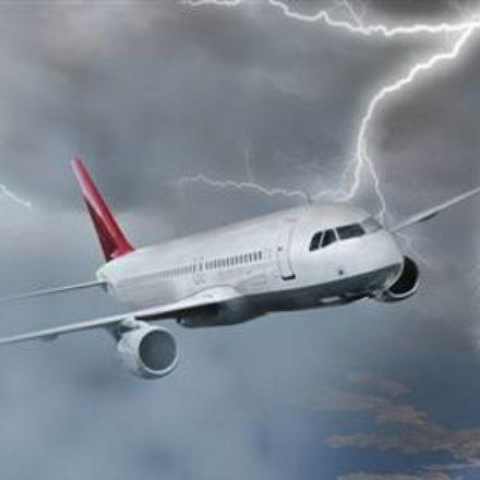 Fırtına korkuttu! İşte, uçaktaki panik anları!