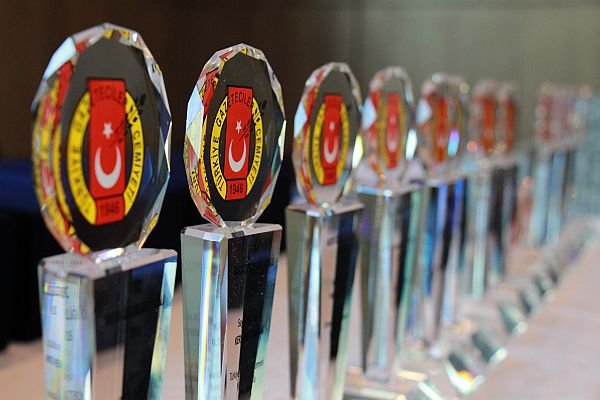 Gazeteciler ödüllendirilecek! Türkiye Gazetecilik Başarı Ödülleri'ne başvurular başlıyor