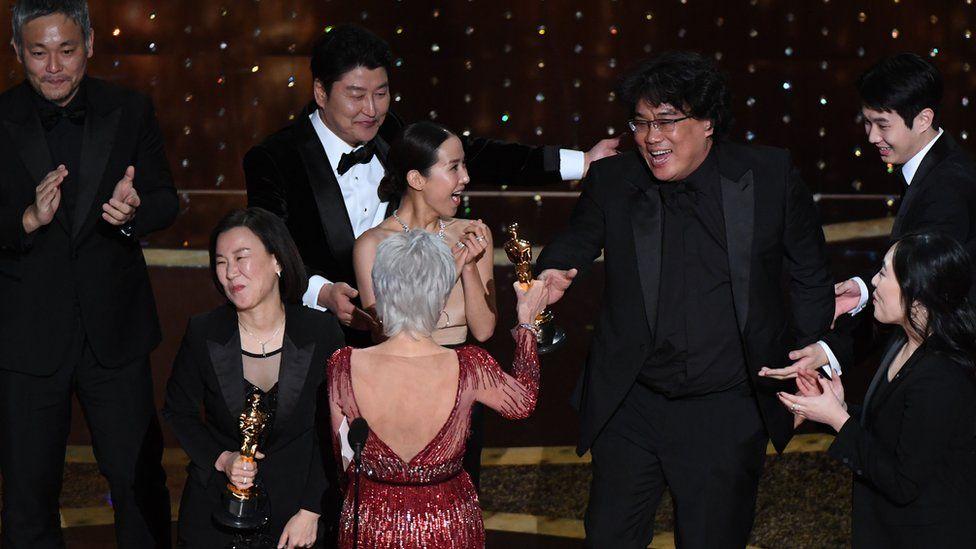 Oscar 2020 gecesinden geriye kalanlar! Parazit filmi ve Natalie Portman geceye damga vurdu!