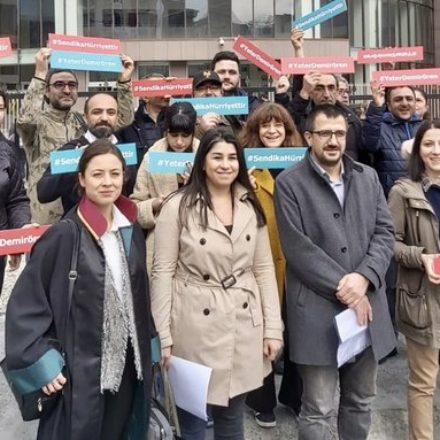 Hukuk mücadelesi başladı! Hürriyet'in işten çıkardığı 45 gazetenin ilk duruşması bugün görüldü!