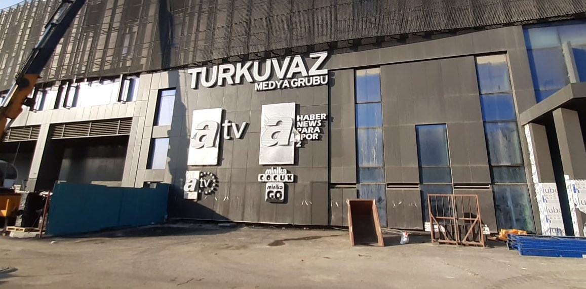 Turkuvaz+Medya+Grubu%E2%80%99nun+tepe+kadrosuna+%C3%B6nemli+atama%21;+Kim,+hangi+%C3%BCst+d%C3%BCzey+g%C3%B6reve+getirildi?