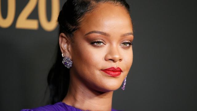 Rihanna%E2%80%99ya+%E2%80%99hadis%E2%80%99+davas%C4%B1:+85+milyon+lira+tazminat+isteniyor